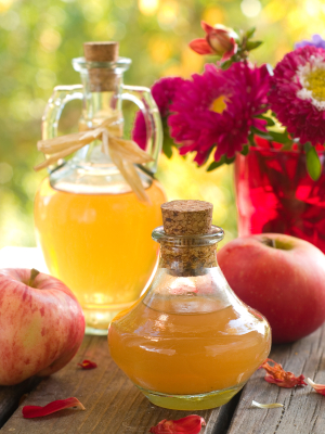Apple cider vinegar helps keep you young and healthy in 5 important ways.
