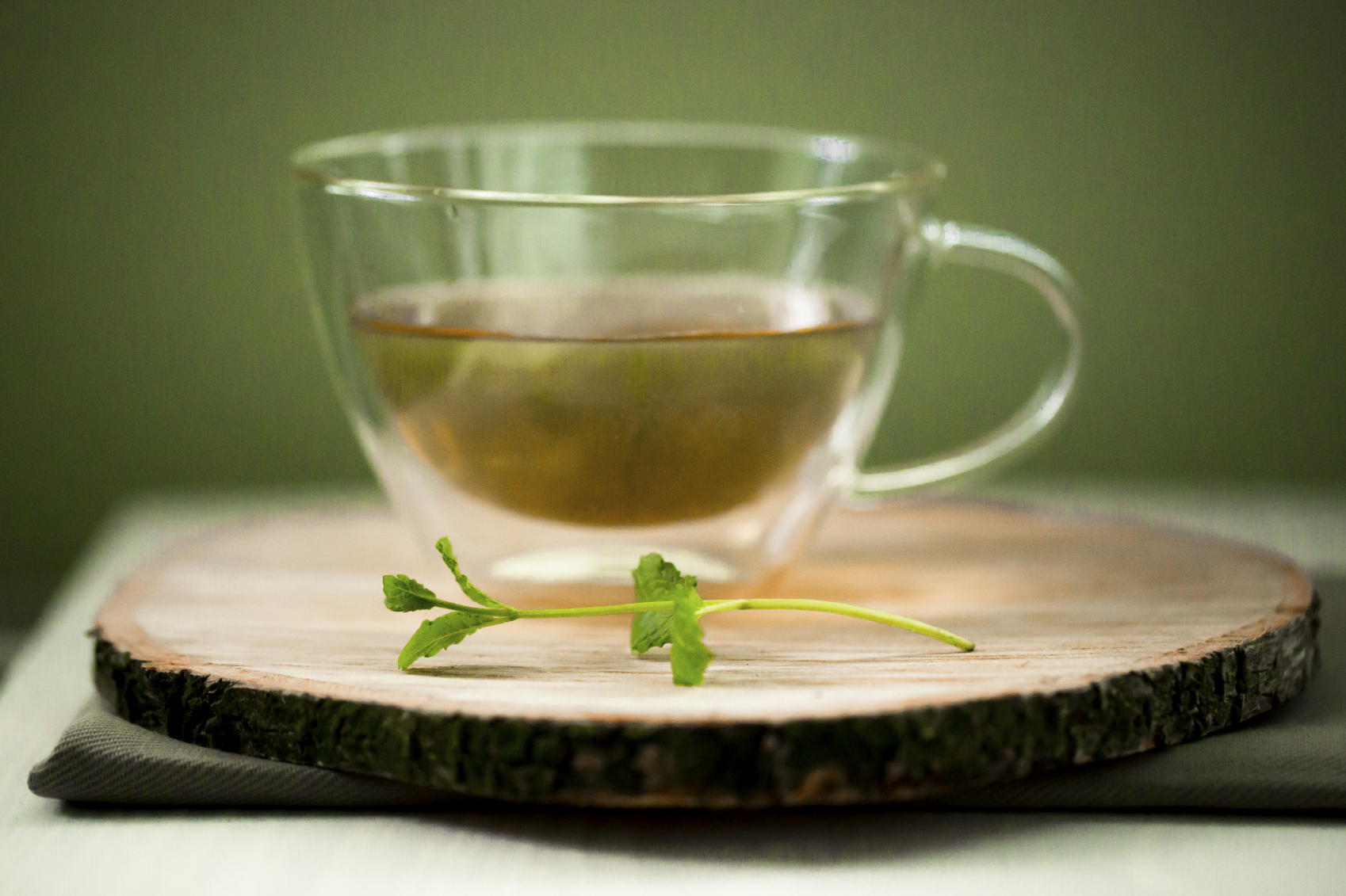 EGCG, a natural substance in green tea, can ease the pain and swelling of rheumatoid arthritis, a University of Washington study finds.