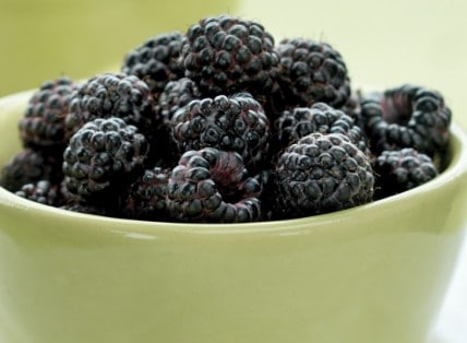 Black raspberry extract quickly and effectively lowers heart risk, a new Korean study finds.