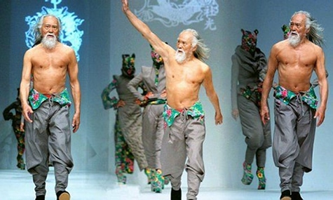 You may not believe it, but this buff fashion model is 80 years old. Here's his secret.