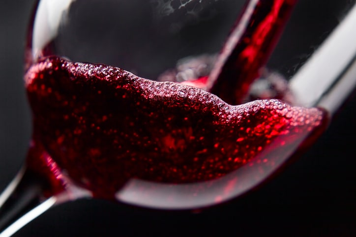 Everybody knows that smoking is bad for your health. But a new study shows that drinking red wine prevents some of the damage it causes.